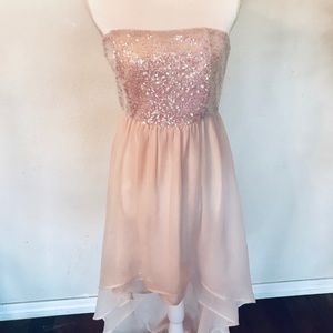 Dresses & Skirts - Gift Item. Formal hi- low iridescent peach dress M